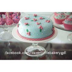 Pastel de flores decorado con fondant, shabby chic cake,