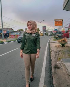 See more ideas about Girls selfies, Sexy asian girls and Asian girl. Casual Hijab Outfit, Hijab Chic, Hijab Jeans, Hijab Fashion, Fashion Outfits, Indonesian Girls, Girls Selfies, Girl Hijab, Beautiful Hijab