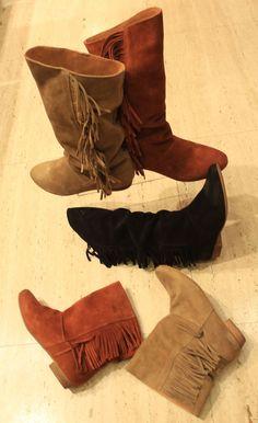 Calzados NIZA y ZAS Shoes: Botas de serraje y colores tierra.