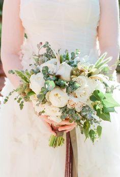 #white #green #bouquet | Photography by aarondelesie.com, Design by http://lisavorce.com, Florals by http://www.mindyrice.com  Read more - http://www.stylemepretty.com/2013/09/03/sedona-wedding-from-aaron-delesie-lisa-vorce-mindy-rice/