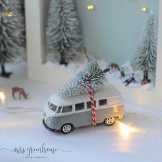 Mini-Winterlandschaft im Bilderrahmen Diy Christmas Village, Christmas Flyer, Christmas Mood, Christmas Signs, White Christmas, Christmas Crafts, Merry Christmas, Christmas Decorations, Holiday Decor
