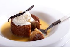 Malva Pudding with Amarula Liqueur Cream Sauce is a celebration of our South African food heritage. This incredible recipe is one of our absolute favourites. Malva Pudding, Pudding Cake, Spicy Dishes, Seafood Dishes, No Bake Desserts, Dessert Recipes, South African Recipes, Incredible Recipes, Food Staples