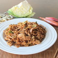 Mee Goreng is a popular spicy stir fried noodle dish popular in Indonesia Singapore and Malaysia. You'll find it's easy to make at home! Fall Recipes, Asian Recipes, Ethnic Recipes, Yummy Recipes, Meals To Make With Chicken, Stir Fry Noodles, Friend Recipe, Chicken Recipes, Recipe Chicken