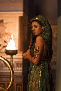 Sibylla Deen as Ankhesenamun in Tut
