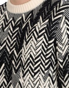 almost Chevron Pringle of Scotland Knitwear Fashion, Knit Fashion, Textiles, Missoni, Pringle Of Scotland, Textile Texture, How To Purl Knit, Fabric Manipulation, Sonia Rykiel