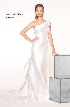 Dress:Giochi di Linee.#sirena in mikado in seta con abili costruzioni nel retro. #marsilmoda #weddingdress #abitodasposa