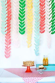 Colorful hanging vine garland Bright hanging garland is always a win in my party play book. These colorful vines only take a few snips of p. Diy Garland, Diy Wedding Garland, Hanging Garland, Diy Hanging, Party Garland, Hanging Paper Decorations, Paper Garlands, Diy Party Dekoration, Diy Fleur