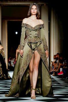 Zuhair Murad Parigi - Haute Couture Fall Winter - Shows - Vogue. Collection Couture, Fashion Show Collection, Winter Collection, Victor Ramos, Runway Fashion, Fashion Outfits, Fashion Tips, Trendy Fashion, Style Haute Couture