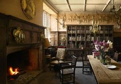 Trendy Home Library Large English Country Décor Antique, Antique Books, Trophy Rooms, English Country Decor, English House, English Style, Relaxation Room, Ivy House, Home Libraries