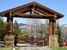 cool ranch entrance with integration of logs and stone- This would be cool for our entry to our driveway then nobody would miss our driveway Gate Design, Tor Design, Entrance Design, House Entrance, Driveway Landscaping, Driveway Gate, Fence Gate, Fences, Front Gates