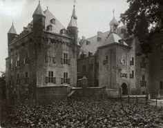 Kastelen, landgoederen op naam. Kasteel Doorwerth  tot artillerie-museum ingericht. Doorwerth nabij Arnhem, Nederland 1913. Foto: De voorgev...