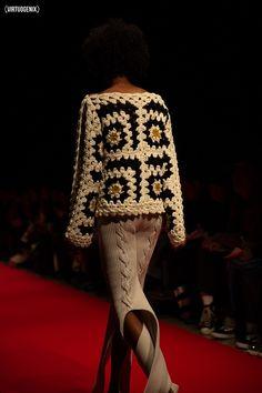 Photographed by Miu Vermillion for Virtuogenix Magazine. Crochet Bolero, Crochet Cardigan, Moda Crochet, Knit Crochet, Wool Quilts, Knitwear Fashion, Cardigan Pattern, Crochet Fashion, Knitting Designs