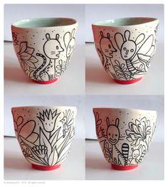 earthenware cup, decorated with engobes and glazed. gobelet en faïence, décoré aux engobes et émaillé. H. 8,5 D. 9 cm