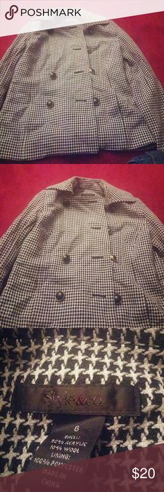 HUGE DISCOUNT NY&CO COAT MISSING BUTTON Type:Coat  Size:6  Brand:New York And Company  Description:HEYY DOLLS THIS COAT IS IM PRETTY MUCH MINT CONDITION BUT THE SECOND BUTTON DOWN FOR THE LEFT SIDE IS MISSING IF YOU GO TO A MOM AND POPS IT WILL BE FINE ITS A FABULOUS COAT TOO SMALL FOR ME XOXO New York & Company Jackets & Coats Trench Coats