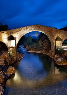 cangas de onis asturias Asturias Spain, South Of Spain, Landscaping Company, City Buildings, Spain Travel, The Good Place, Places To Visit, Around The Worlds, Europe