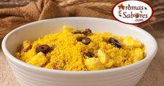 Receita de farofa com ovos cozidos, linguiça, cebola e azeitonas.