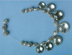 Горный хрусталь, серебряные бусины. Найдено в Хейслундс, Хавдем, Готланд.