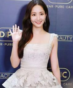 Kim Soo Hyun & Park Min Young in Shanghai – Scribble & Scroll Korean Drama Series, Chinese Fans, Park Min Young, Song Hye Kyo, All Black Outfit, Its A Wonderful Life, Beautiful Love, Scribble, Shanghai