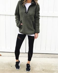 mom style 40 Ways to Style Leggings! - The Sister Studio Leggings Mode, How To Wear Leggings, Tops For Leggings, Cheap Leggings, Printed Leggings, Outfit Ideas With Leggings, Casual Leggings Outfit, Shoes With Leggings, Brown Leggings
