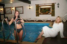 Ruhe und Entspannung finden Sie täglich von 7 bis 22 Uhr in unserem Hallenbad mit klassischer Sauna und Biodampfbad. Die Benutzung ist für Hausgäste kostenlos.