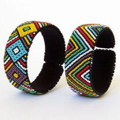 African Zulu beaded large bangle – Multicolour - Gone Rural - takı peyote Tribal Bracelets, Seed Bead Bracelets, Zulu, Beaded Jewelry Patterns, Beading Patterns, South African Tribes, African Tribal Jewelry, Diy Choker, African Accessories