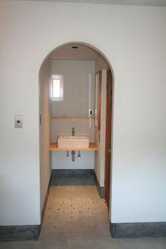 手洗い場とプリズムガラスの窓 Ideas Decoración, Bathtub, Bathroom, House, Cooking, Standing Bath, Washroom, Bathtubs, Home