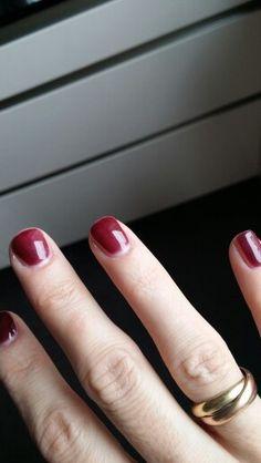 Farbe Striplac dark rubin bei Tageslicht,  dünn aufgetragen Beauty Hacks, Hair Beauty, Make Up, Skin Care, Nails, Hair Styles, Kustom, Finger Nails, Hair Plait Styles