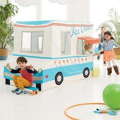 Ước gì mình được bé lại để bán kem ở chiếc xe truck này | Freezy Dream Ice Cream Truck  | The Land of Nod