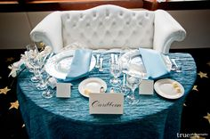 Sweethearts table for a Caribbean, beach themed wedding \\ Photo Credit: True Photography Coordinated by Swann Soirees #bluewedding