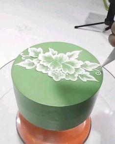 Creative Cake Decorating, Cake Decorating Designs, Cake Decorating Techniques, Cake Decorating Tutorials, Cake Designs, Cookie Decorating, Buttercream Cake Decorating, Wilton Cake Decorating, Pretty Birthday Cakes