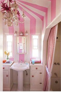 Decoración + Color: Rayas, Blanco y Rosa en un Romántico Baño