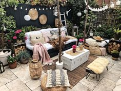 You definitely realize that furniture can influence state of mind, and if the ultimate objective is to make a loosening up space, boho furniture is a magnificent decision. Shading Psychology clarifies that boho furniture can be quieting and invigorat Outdoor Rooms, Outdoor Gardens, Outdoor Decor, Indoor Outdoor, Outdoor Living, Patio Design, Backyard Patio, Hippie Boho, Boho Gypsy