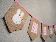 Naamslinger Sterre van jute, made by Noekies. Jute, Kids Rugs, Garlands, Sewing, Babyshower, Chloe, Decor, Craft Work, Wreaths