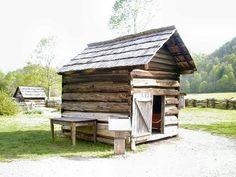 Photos of Great Smoky Mountains National Park, Tennessee & North Carolina Smokehouse Bbq, Small Log Cabin, Summer Kitchen, Great Smoky Mountains, Tennessee, National Parks, House Styles, Building, Places