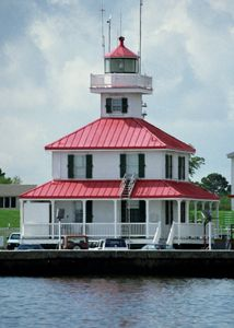 New Canal Lighthouse in Louisiana - before Katrina!   Love the roof!