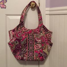 Vera Bradley Shoulder Handbag Vera Bradley Shoulder Handbag, Beautiful Pink, Paisley Pattern, Medium size. Magnetic closure, Outside pockets on each side of the bag. Zipper pocket inside the bag along with multiple pockets inside. Only used a few times, and in great condition!!  **Matching Wallet for sale in another listing** Vera Bradley Bags Shoulder Bags
