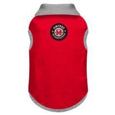 Polo en piqué rouge Col en interlock gris chiné Galon tricolore dans le col Ouverture avec boutons personnalisés « M&P » Etiquette tissée brodé en haut du dos