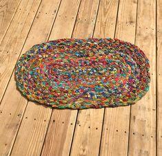The Easiest Version of a Rag Rug — Rural Urbanite – Rug making Braided Rug Tutorial, Rag Rug Tutorial, Tutorial Crochet, Toothbrush Rug, Rag Rug Diy, Homemade Rugs, Macrame Bracelet Patterns, Braided Rag Rugs, Doily Rug