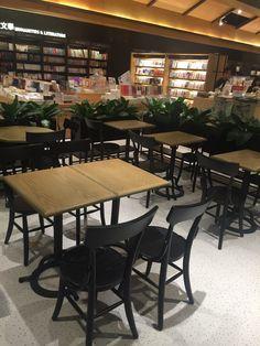 #實木餐椅與餐桌-誠品blackpages café