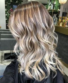 """486 Likes, 5 Comments - Samantha Cusick London (@samanthacusicklondon) on Instagram: """"T E X T U R E For ever LIVING for that Balayage & Beachy Waves combination! Hair by @…"""""""