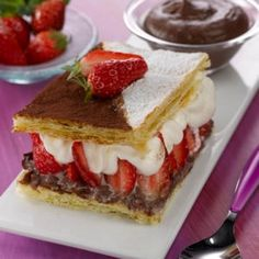 Mille-feuilles chocolat et fraises - I have no clue what it is, but I'd love to try this! Nutella, Strawberry Tiramisu, Let Them Eat Cake, Cheesecake, Dessert Recipes, Dessert Ideas, Yummy Food, Yummy Yummy, Favorite Recipes