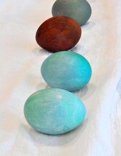 Natural Easter Egg Dye  http://www.rodalesorganiclife.com/home/natural-easter-egg-dye