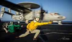 Bush: the aircraft carrier that launched first airstrikes against ISIS in Iraq Navy Aircraft Carrier, Go Navy, Command And Control, Flight Deck, United States Navy, Hawkeye, Battleship, Military Aircraft, Air Force