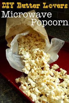 DIY Butter Lovers Microwave Popcorn: quick, easy, delicious and none of the artificial stuff! (Butter Substitute For Popcorn) Homemade Microwave Popcorn, Microwave Recipes, Cooking Popcorn, Microwave Dishes, Gourmet Popcorn, Popcorn Recipes, Snack Recipes, Cooking Recipes, Yummy Recipes