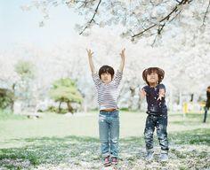 Lomography - Portraiture and More: Japanese Film Photographer Hideaki Hamada Native American Wisdom, Kodak Portra, Portra 400, Japanese Photography, Japanese Film, Asian Babies, Lomography, Japan Fashion, Cute Kids