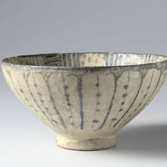 Bowl with a stylized scrolls and geometrical patterns, anonymous, c. 1300 - c. 1399 - Rijksmuseum