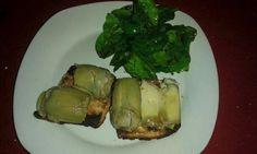 Tostadas de espelta con alcachofas de tudela y ensalada de espinacas con lino molido