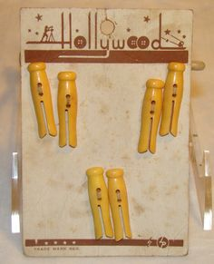 ButtonArtMuseum.com - Vintage Plastic Clothespins Novelty Buttons on Original Card 1930'S