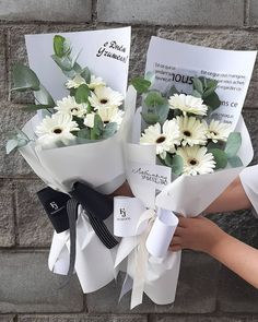 Gerbera Daisy Bouquet, Dried Flower Bouquet, Floral Bouquets, Dried Flowers, Wrap Flowers In Paper, How To Wrap Flowers, Faux Flowers, Love Rose Flower, Beautiful Flowers