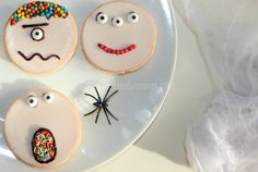 Süße Monster zu Halloween - NeLuMum Monster, Halloween, Seasons, Cookies, Party, Desserts, Food, Kuchen, Kid Recipes